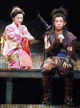 舞台『真田十勇士』プレコールの模様(写真は左から:倉科カナ、柳下大) (C)ORICON NewS inc.