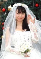 指輪も披露=結婚会見を行った歩りえこ (C)ORICON NewS inc.