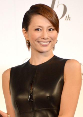 サムネイル 2歳年下の会社経営者と結婚した米倉涼子 (C)ORICON NewS inc.