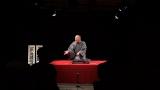 7ヶ国語で落語を演じると話題の落語家・三遊亭竜楽が初のDVD『三遊亭竜楽の七カ国語RAKUGO』を発売。写真は初の長期公演を行った仏・アヴィニョン演劇祭で撮影したもの