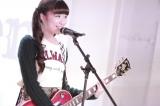 Shione(澤田汐音・16/Vo&G)