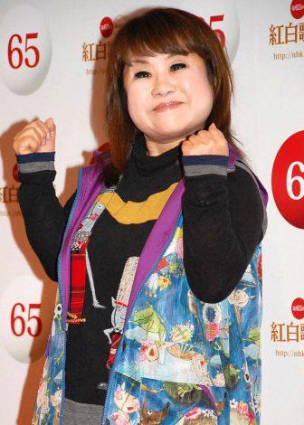『第65回NHK紅白歌合戦』でたかじんさんのカバー曲を歌唱する天童よしみ (C)ORICON NewS inc.