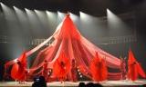 """6.5メートルの""""人間ドレス""""を初披露した水森かおり (C)ORICON NewS inc."""