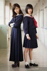 『マジすか学園4』主演は(左から)AKB48の島崎遥香とHKT48の宮脇咲良(C)「マジすか学園4」製作委員会