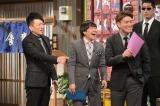 1月3日、TBS系『雨上がり決死隊の そこまでするか!男前伝説』MCの雨上がり決死隊と男前解説者として出演するヒロミ(右)(C)CBC