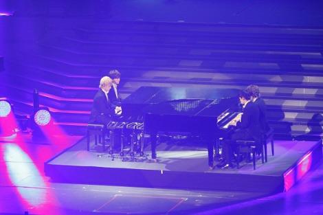 8月に課されていた4人でのピアノ連弾を日本武道館で披露したDISH//