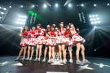 メンバーやファンに惜しまれながら奥仲麻琴(中央)が卒業