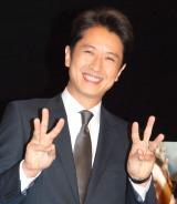 指で6人目を表す谷原章介 (C)ORICON NewS inc.