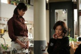 TBS系ドラマ『美しき罠〜残花繚乱〜』夫と不倫していたりか(左/田中麗奈)に嫌がらせをする美津子(右/若村麻由美)。りかも負けずに…。女のプライドがぶつかり合う(C)TBS