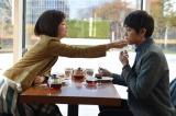 第2話より。圭一(右/青柳翔)の心を美津子(若村麻由美)から奪おうと、自分からデートに誘うりか(左/田中麗奈)(C)TBS
