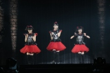 """さいたまスーパーアリーナで『LEGEND""""2015""""〜新春キツネ祭り〜』を開催したBABYMETAL(Photo by Shingo MIYAAKI)"""