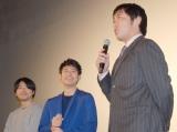 サプライズゲストに驚き! (左から)石井裕也監督、妻夫木聡、上原浩治投手 (C)ORICON NewS inc.