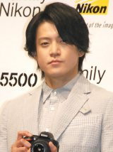 ニコン『2015年新製品発表会』に出席した小栗旬 (C)ORICON NewS inc.