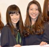 映画『でーれーガールズ』完成披露舞台あいさつに出席したW主演の(左から)優希美青、足立梨花 (C)ORICON NewS inc.