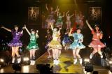 AKBグループ初の香港公演を行った指原莉乃(中央)らHKT48(C)AKS