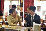 TBS系ドラマ『流星ワゴン』で永田一雄役の西島秀俊(右)と若き日の姿で現れた父・永田忠雄役の香川照之(左)(C)TBS