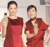 『SK-II誕生35周年』キックオフセレモニーに出席した(左から)綾瀬はるか、桃井かおり (C)ORICON NewS inc.