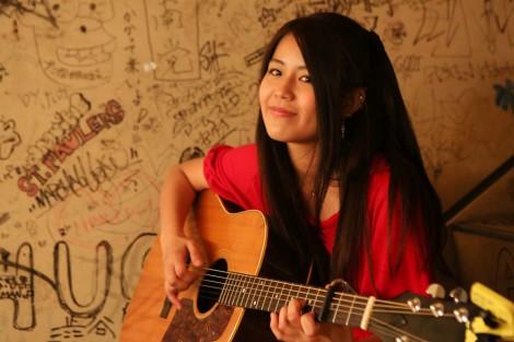 Suzuの3rdシングル「虹色color」が貫地谷しほり主演ドラマのエンディング曲に決定