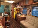 昨年放送されたフジテレビのドラマ『ディア・シスター』に登場したトレーラーハウスのセット(C)フジテレビ