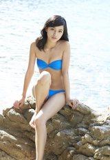 セクシーな素肌を披露する川口春奈=写真集『haruna3』より