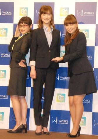 エンタープライズアプリ『HUE』新製品発表会に出席した(左から)高橋愛、吉澤ひとみ、保田圭 (C)ORICON NewS inc.