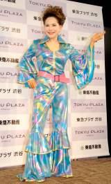 ディスコ風衣装で登場したデヴィ夫人=東急プラザ渋谷『タイムスリップギャラリー』オープニング式典 (C)ORICON NewS inc.