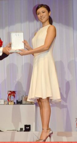 『第26回 日本ジュエリー ベストドレッサー』表彰式に出席した深田恭子 (C)ORICON NewS inc.