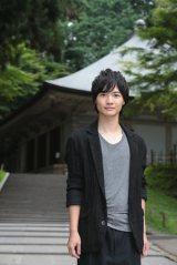 源義経ゆかりの地、岩手・平泉町の中尊寺などを訪れた神木隆之介(C)NHK
