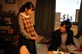 連続ドラマW『東野圭吾「変身」』第2話より。緊急手術によって一命を取り留めた純一だが、徐々に別人のように変わっていってしまう…(C)WOWOW