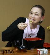うなぎ食べるSHELLY (C)TBC