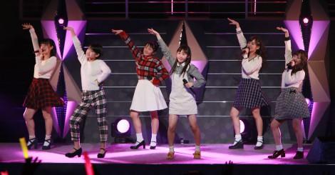 カントリー・ガールズ=『Hello! Project 2015 WINTER 〜DANCE MODE!〜』公演の模様