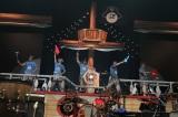 ユニコーンは昨年の全国ツアーで使用したフラッグを出品