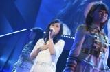 「夢の河」を歌唱した前田敦子=『AKB48リクエストアワー セットリストベスト1035 2015』(C)AKS
