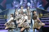 """""""大人AKB""""こと塚本まり子(中央)も復活=『AKB48リクエストアワー セットリストベスト1035 2015』(C)AKS"""