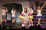 『AKB48リクエストアワー セットリストベスト1035 2015』にサプライズ登場した大島優子(中央)(C)AKS