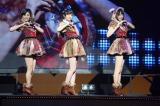 『AKB48リクエストアワー セットリストベスト1035 2015』2日目公演の模様(写真は左から:兒玉遥、指原莉乃、宮脇咲良)(C)AKS