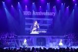 『AKB48リクエストアワー セットリストベスト1035 2015』2日目公演でデュエットを披露した(左から)峯岸みなみ&高橋みなみ (C)AKS