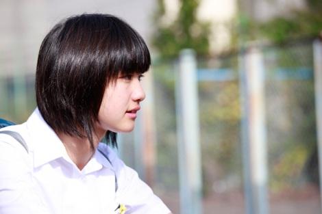 沼口マナ役の小林歌穂。映画『灰色の烏』3月21日より全国順次公開