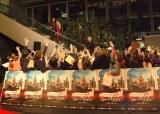 ジョニー・デップとアンバー・ハードの登場に、丸ビルに集まったファンから大歓声が湧き起こった=映画『チャーリー・モルデカイ 華麗なる名画の秘密』のジャパンプレミア・レッドカーペットセレモニー (C)ORICON NewS inc.