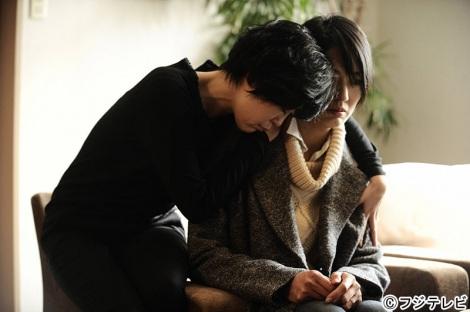 美枝子(左・寺島しのぶ)と房江(右・板谷由夏)の姉妹は心に嫉妬という大きな闇を抱える。フジテレビ系『三面記事の女たち-愛の巣-』2月20日放送