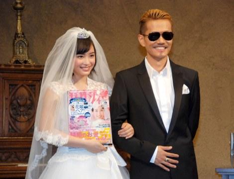 照れ笑いを浮かべる2人(左から)広瀬すず、EXILE ATSUSHI/『ゼクシィ』新CM&CMソング発表会 (C)ORICON NewS inc.