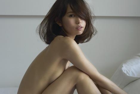 市川由衣が『anan』SEX特集でセクシーショットを披露