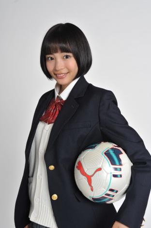 『第93回全国高校サッカー選手権大会』の10代目応援マネージャーに就任した広瀬すず (C)日本テレビ