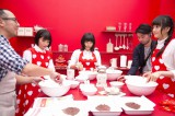 チョコ作りにチャレンジする(左から)広瀬すず、土屋太鳳、松井愛莉=ロッテ『ガーナミルクチョコレート』新CM「バレンタイン篇2015」