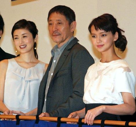 映画『深夜食堂』の初日舞台あいさつに出席した(左から)高岡早紀、小林薫、多部未華子 (C)ORICON NewS inc.