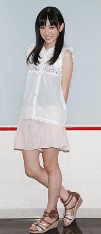 ミニスカート姿の優希美青さん