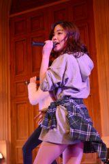 デビュー曲「BUMP!!」発売記念イベントを行ったLa PomPonのYUKINO