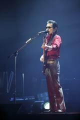 国内バンド最多の2500公演を達成したTHE ALFEE(写真は桜井賢) photo: HAJIME KAMIIISAKA