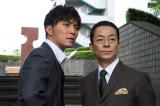 『相棒season12』の杉下右京(右)と甲斐享(左)(C)テレビ朝日