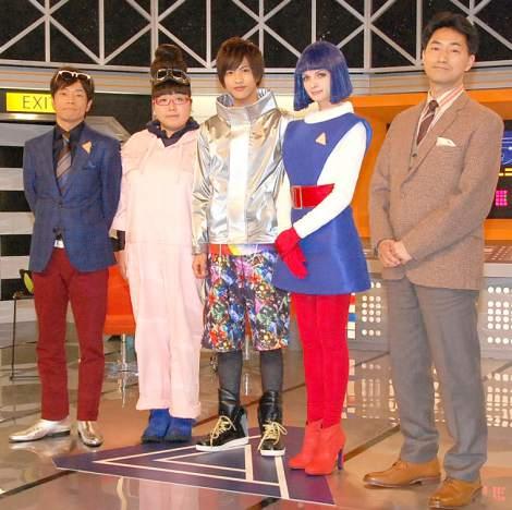 NHK新番組『エイエイGO!』の取材会に出席した出演者一同(左から)陣内智則、小林きな子、志尊淳、アナンダ・ジェイコブズ、高山芳樹氏 (C)ORICON NewS inc.